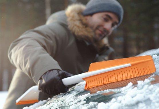 Inovativní nástroje pro odklízení sněhu z auta