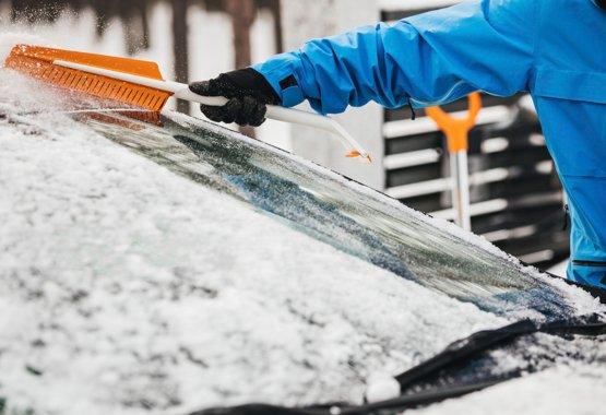 Snow and ice scraper