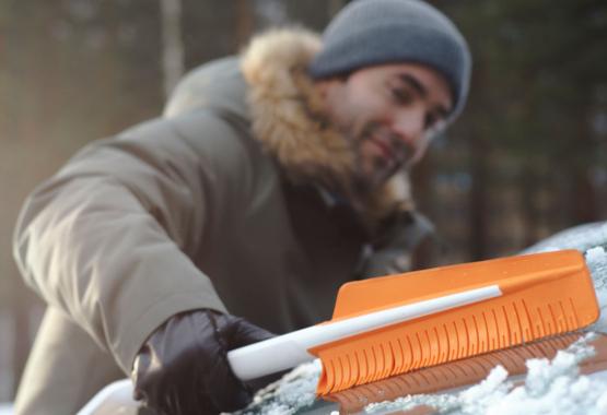 Škrabka na led se smetáčkem do auta SnowXpert™